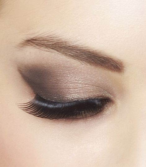 Be confident and become intuitively the Make up artist that will best achieve the look you desire thanks to the EyeArtist Eye Shadow Palette