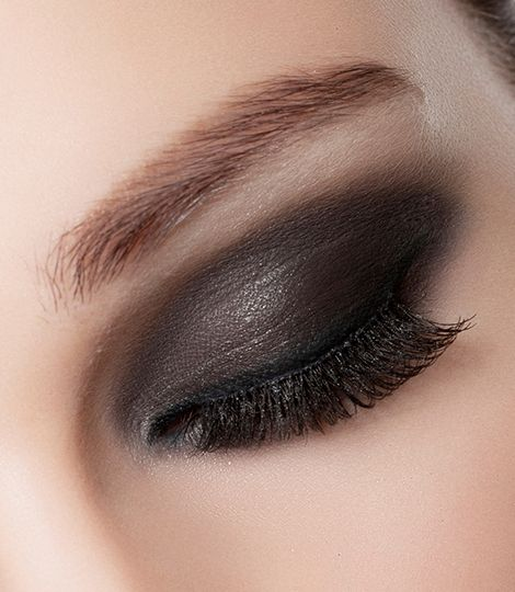 Transform your eye look into a trendy colorful wave of sexyness. thanks to the EyeArtist Colorwave Eyeshadow