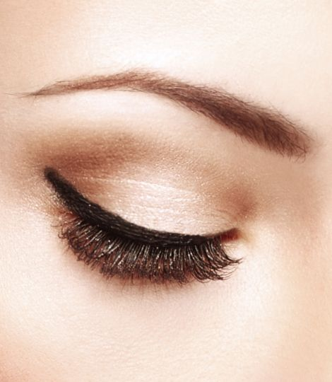 Perfect to intensify the result of the EyeArtist Liquid Eyeliner Stimulong Serum when applied close to the roots.
